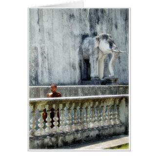 Monje y elefante tarjeta