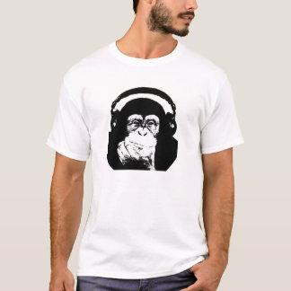 Mono con los auriculares camiseta