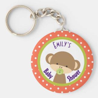 Mono del bebé de Brown con la fiesta de bienvenida Llavero Redondo Tipo Chapa