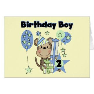 Mono del muchacho con las 2das camisetas del cumpl tarjeta de felicitación