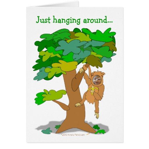 Mono divertido en una plantilla de encargo de la c felicitación