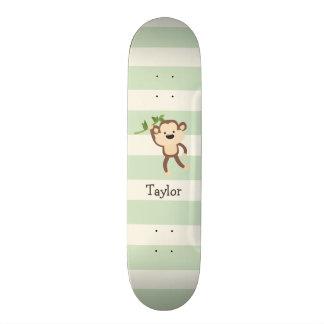 Mono en rayas verdes en colores pastel tablas de skate