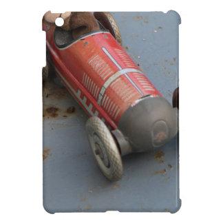 Mono en un coche del juguete