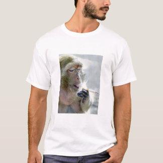 Mono que fuma camiseta