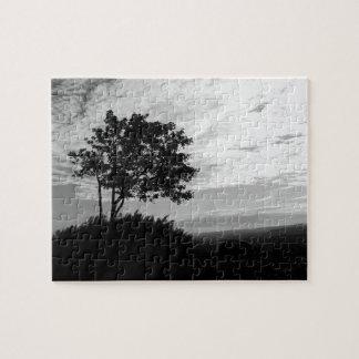 Monocromo de la silueta del árbol puzzle