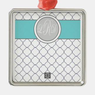 Monogram quatrefoil adorno navideño cuadrado de metal