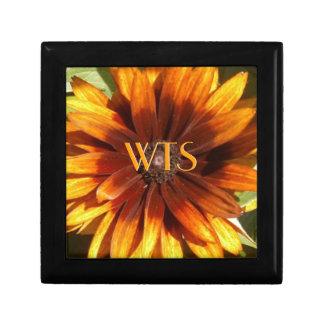 Monograma anaranjado y amarillo del Wildflower Joyero Cuadrado Pequeño