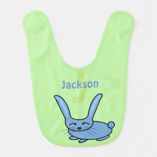 Monograma azul del conejito babero para bebé
