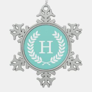 Monograma blanco de la inicial de la guirnalda del adorno