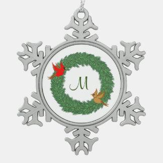 Monograma con los cardenales en guirnalda adorno de peltre en forma de copo de nieve
