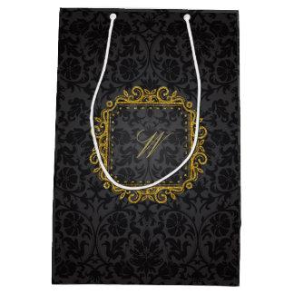 Monograma cuadrado complejo en el damasco negro bolsa de regalo mediana