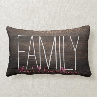 Monograma elegante de madera rústico de la familia cojín lumbar