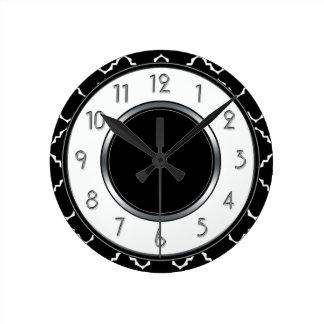 Monograma elegante de Quatrefoil - blanco negro Reloj Redondo Mediano
