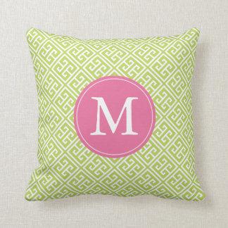 Monograma griego rosado verde del modelo dominante cojín decorativo