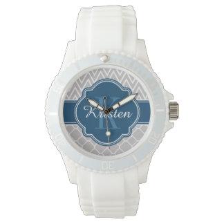 Monograma gris del azul del modelo de Chevron Reloj