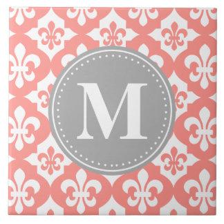 Monograma gris rosado coralino de la flor de lis d azulejo cuadrado grande