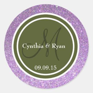 Monograma púrpura del boda del brillo y del verde pegatina redonda