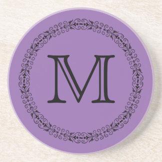 Monograma púrpura pálido del color sólido de la posavasos