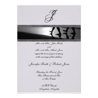 Monograma romántico del paseo en el gris de plata  invitacion personalizada