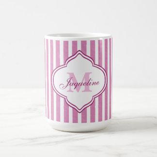 Monograma rosado de la raya taza de café