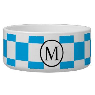 Monograma simple con el tablero de damas azul comedero para mascota