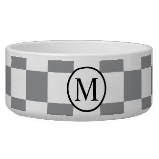 Monograma simple con el tablero de damas gris comedero para mascota