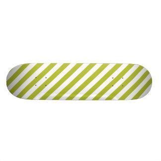 Monopatín 18,4 Cm Modelo verde y blanco de la raya