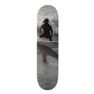 Monopatín 21,6 Cm Practicar surf el Grayscale de las ondas