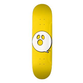 Monopatín amarillo intrépido de la marca de