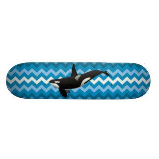 Monopatín azul de Chevron del zigzag de la orca de