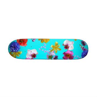 Monopatín azul floral