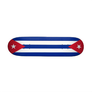 Monopatín con la bandera de Cuba