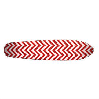 Monopatin El zigzag rojo y blanco raya el modelo de Chevron