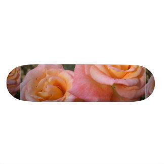Monopatín en colores pastel de los rosas