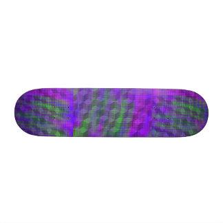 Monopatín geométrico púrpura