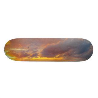 Monopatín mediterráneo de la puesta del sol