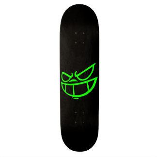 Monopatín negro y verde de la marca fantasma de