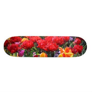 Monopatín Personalizado Ondas florales del carmesí de Falln