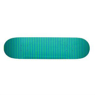 Monopatín rayado del verde azul