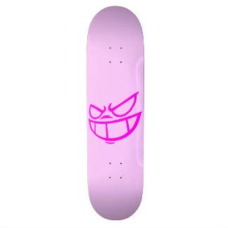 Monopatín rosa claro de la marca fantasma de