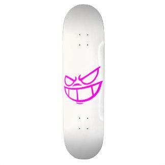Monopatín rosado y blanco de la marca fantasma de