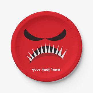 Monstruo enojado con los males de ojo y los plato de papel