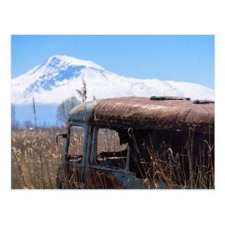 Montaña de Ararat y postal oxidada del autobús