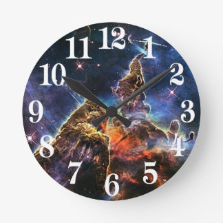 Montaña mística en la NASA del espacio Reloj Redondo Mediano