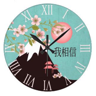 """Montaña rosada del sol del flor """"que creo """" reloj redondo grande"""