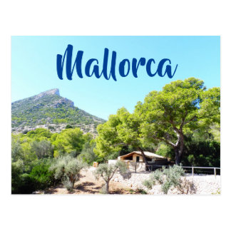 Montaña rústica hermosa en la postal de Mallorca