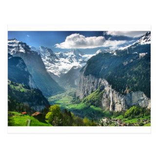 Montañas impresionantes de Suiza Postal