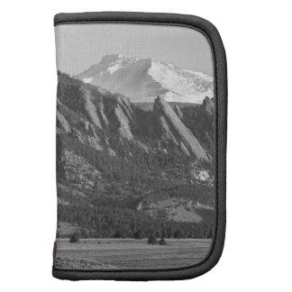 Montañas rocosas Flatirons de Colorado con la cubi Planificadores