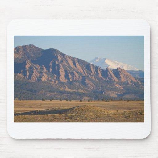 Montañas rocosas Flatirons de Colorado con la ense Tapete De Raton