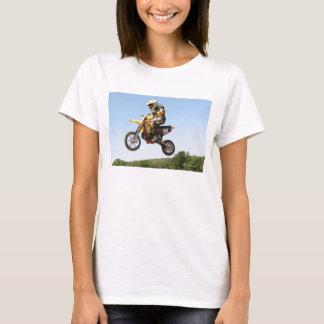 Montar a caballo cruzado del motor camiseta